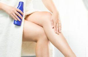 抑毛剤を足のムダ毛に使用する女性