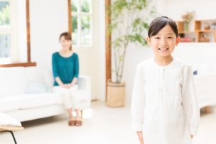 子供が安全にムダ毛処理できるよう模索する母親
