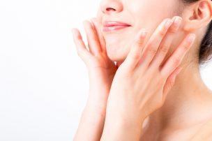 顔の産毛処理で肌が整った女性