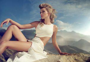 美白サプリで日焼けに強い肌の女性
