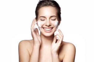 酵素洗顔で毛穴の黒ずみがきれいになった女性
